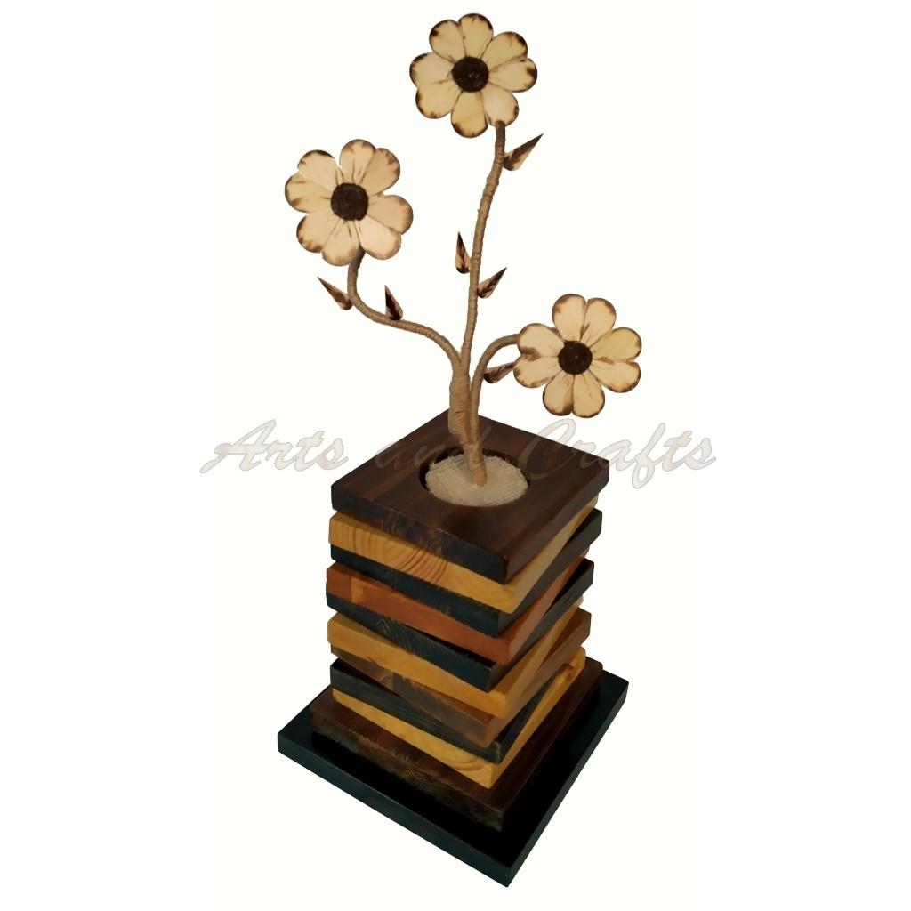 Vaza din lemn realizata manual
