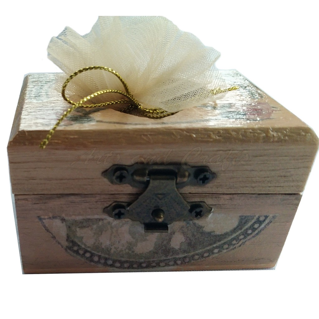 Cutiuta din lemn, inimioara, cu lavanda 8x5.5x4.5 cm - model 2